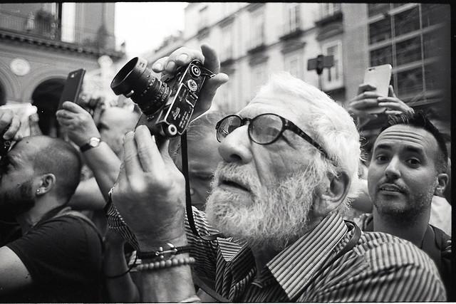 (The Photographer)