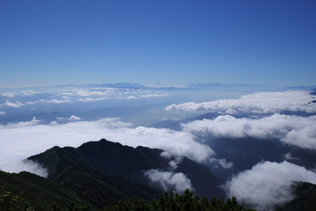 爺ヶ岳山頂から眺める富士山