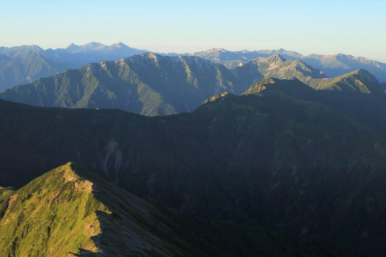 鹿島槍ヶ岳山頂から眺める裏銀座方面の展望