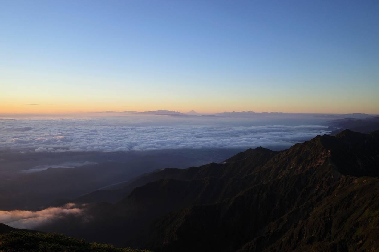 鹿島槍ヶ岳山頂から眺める富士山