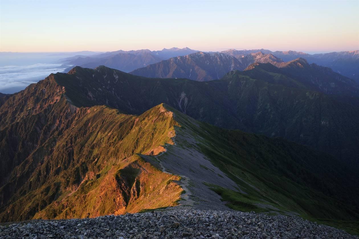 鹿島槍ヶ岳山頂から眺める北アルプスの山々
