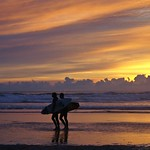 20. September 2019 - 5:22 - Surfers at Sunset