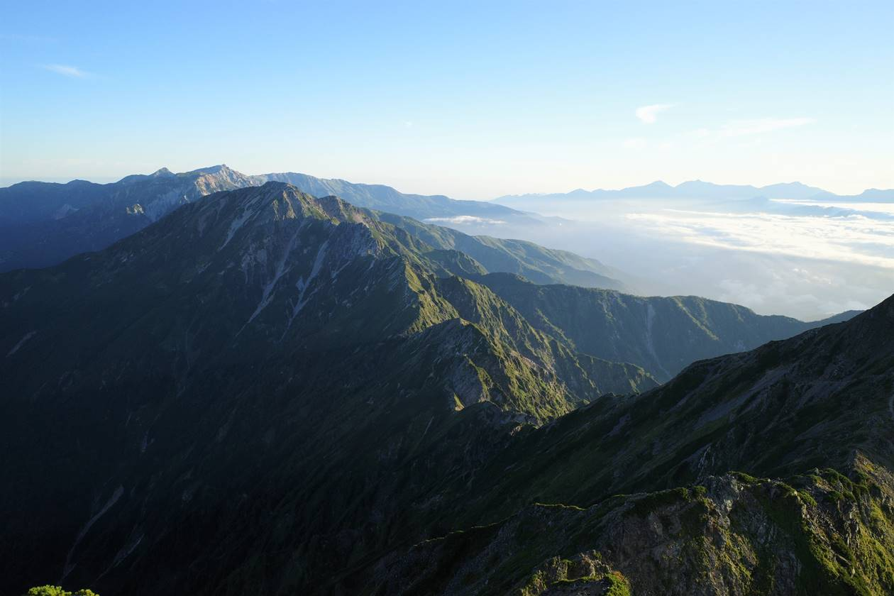 鹿島槍ヶ岳山頂から眺める五竜岳~白馬岳