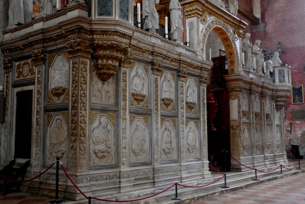 Clôture du chœur, basilique Santa Maria Gloriosa dei Frari, campo dei Frari, sestiere de San Polo, Venise, Vénétie, Italie.