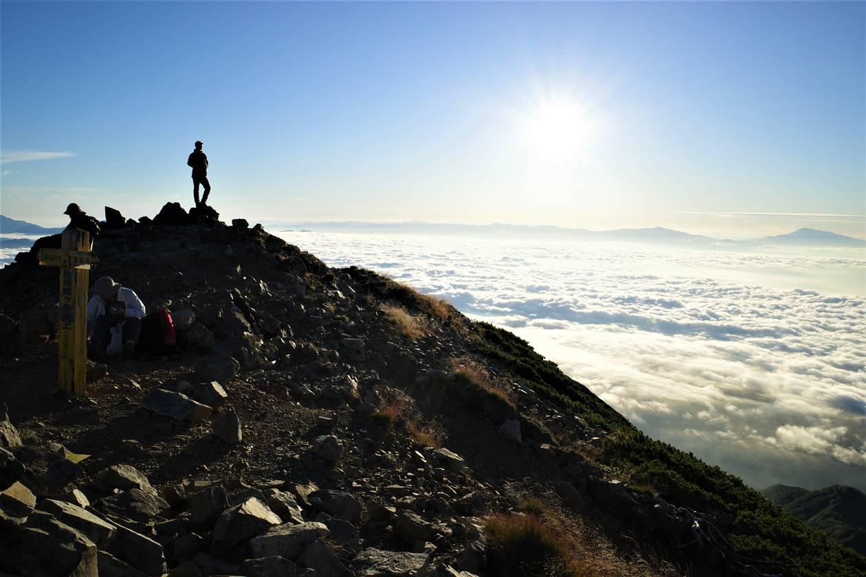 鹿島槍ヶ岳山頂からの雲海