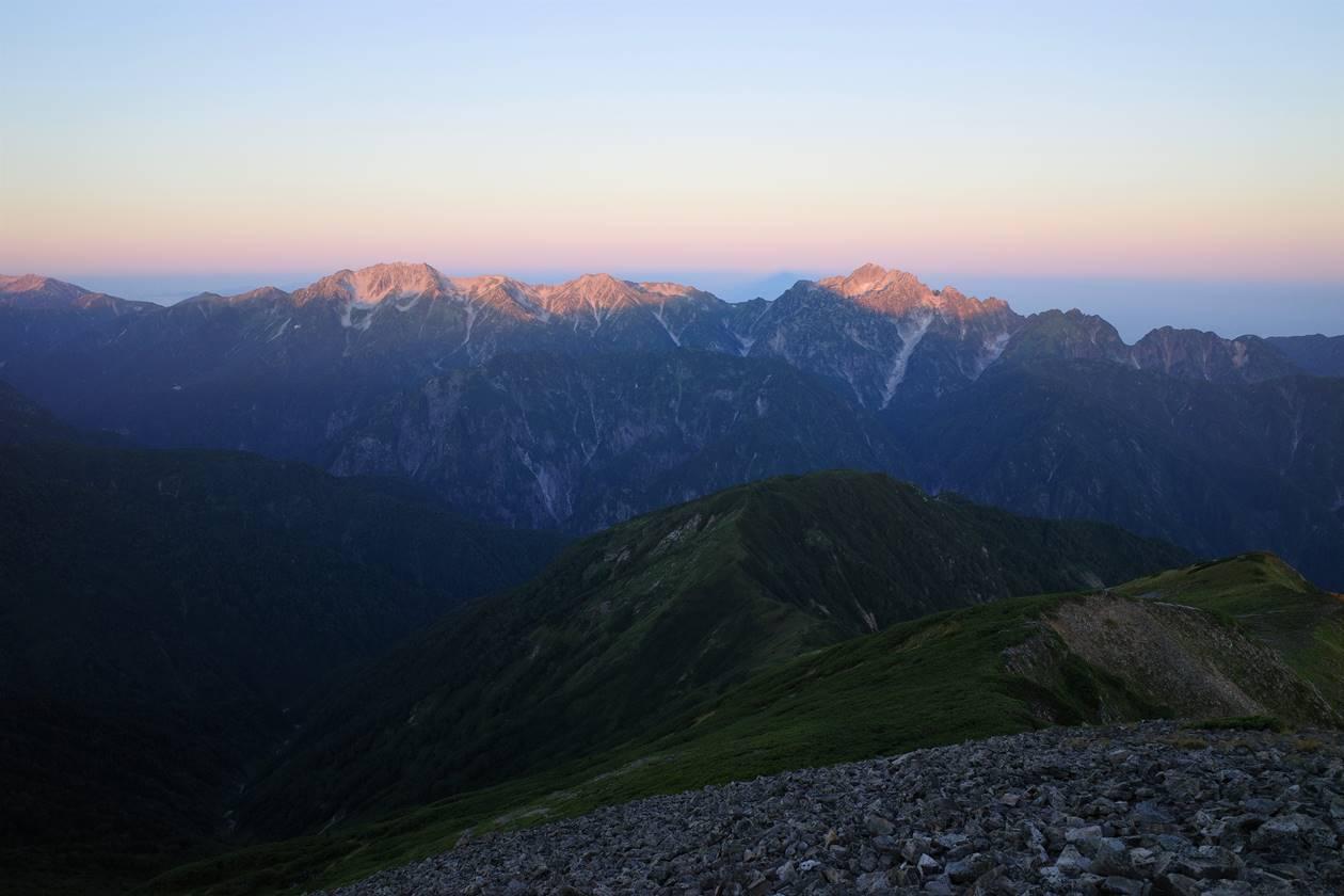 鹿島槍ヶ岳山頂から眺める立山~剱岳