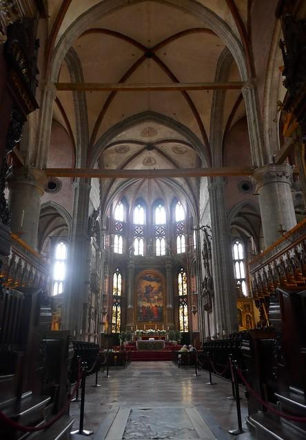 Chœur et chapelle majeure, basilique Santa Maria Gloriosa dei Frari, campo dei Frari, sestiere de San Polo, Venise, Vénétie, Italie.