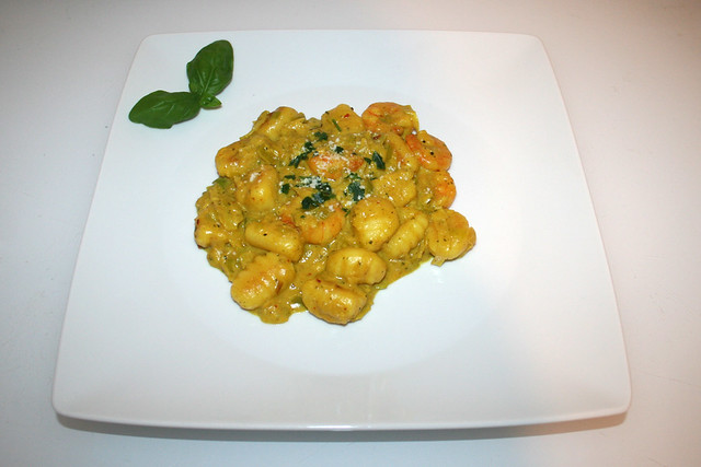 15 - Curry Gnocchi with leek & shrimps - Served / Curry-Gnocchi mit Lauch & Shrimps - Serviert