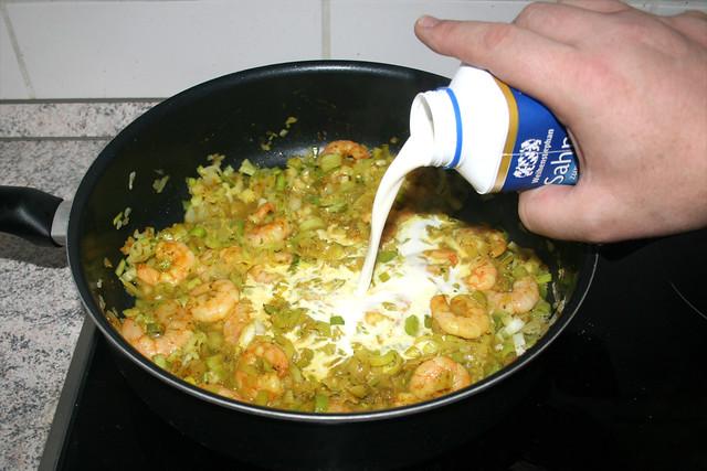 10 - Sahne dazu geben / Add cream
