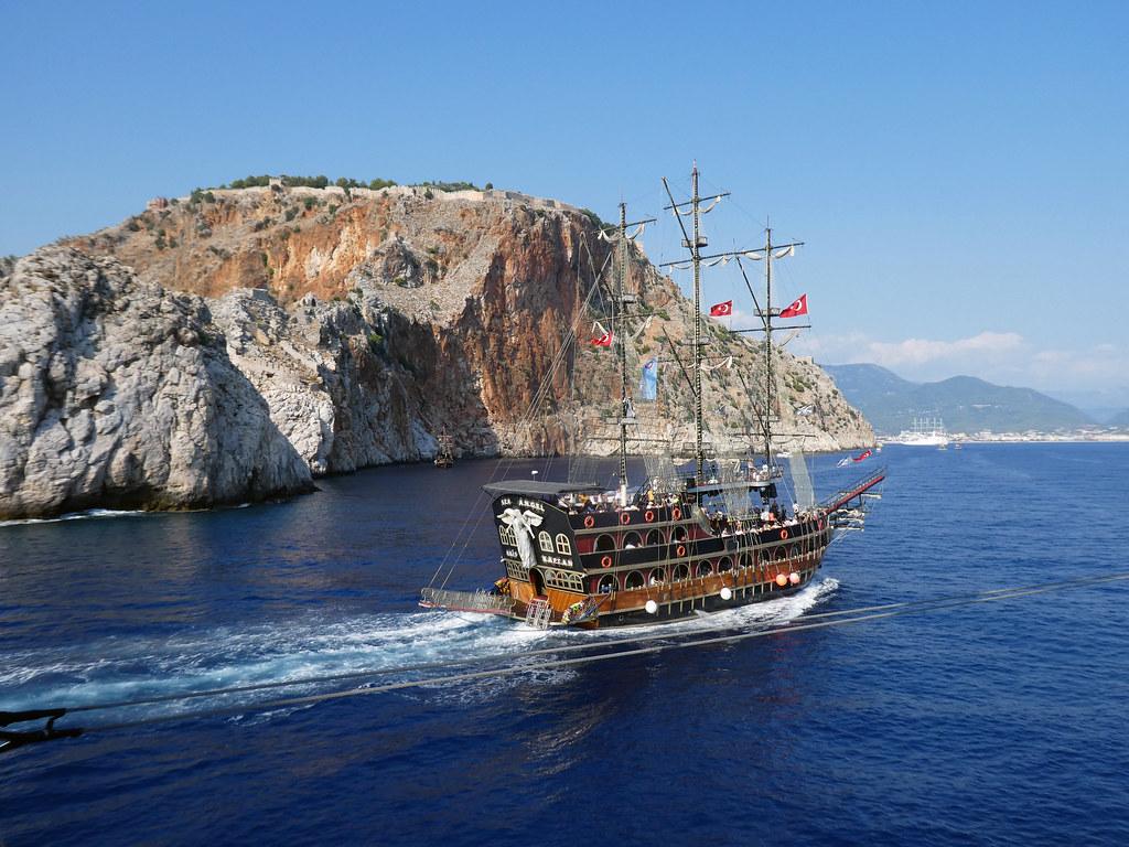 Прогулочный кораблик