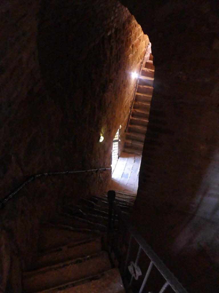 Лестницы Красной башни