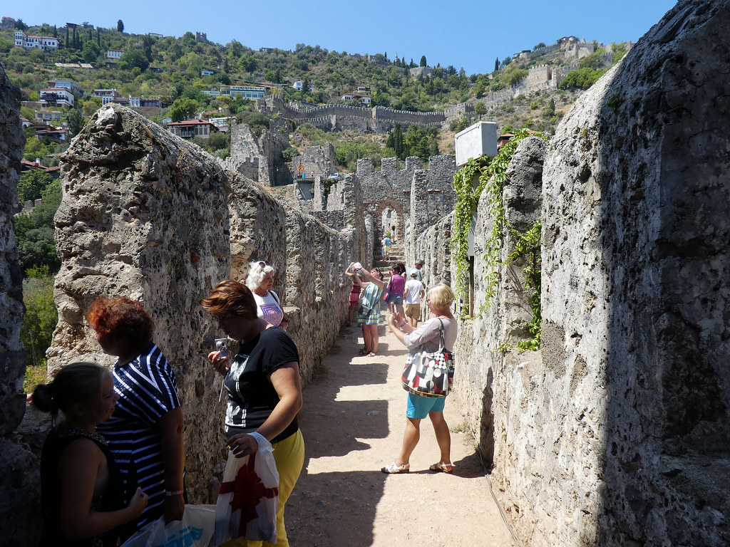 Вход в крепость со стороны стены.