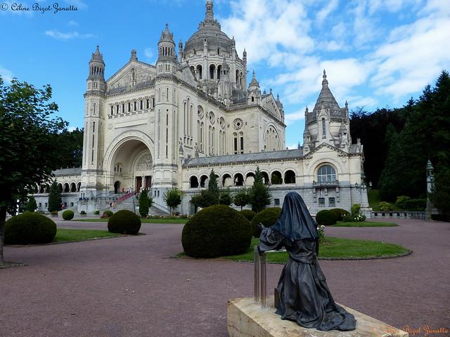 LA BASILIQUE SAINTE THÉRÈSE DE LISIEUX - Calvados - Normandie - France - Europe