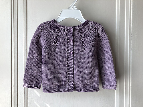 Another of Lise (Mattedcat)'s FO's is Dani Sunshine's Fairy Dust. This one is also knit using Garnstudio Drops Baby Merino.