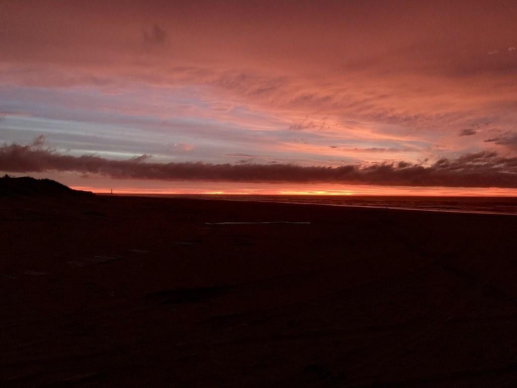 Amanhecer na beira da Praia Torres-RS.