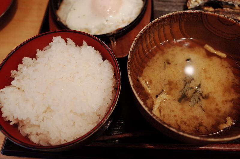 池袋北口しんぱち食堂定食のご飯 味噌汁