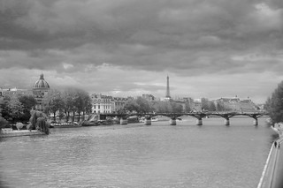 La Seine      Angénieux  25mm F 1.4