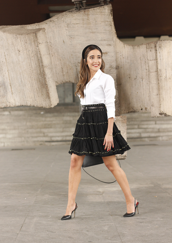 bandeau haut preppy falda negra louis vuitton sac style de rue outfit11