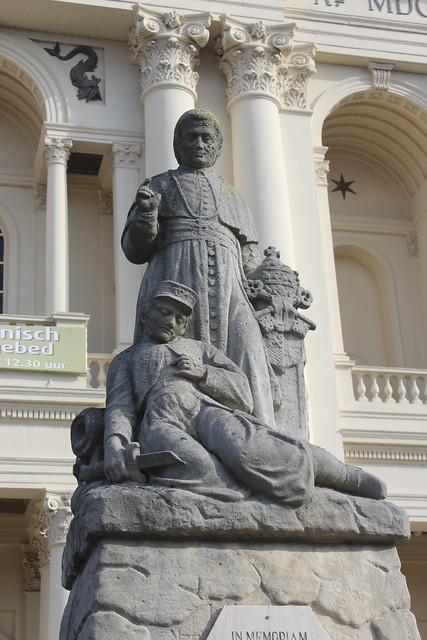 Oudenbosch, the Zouave statue