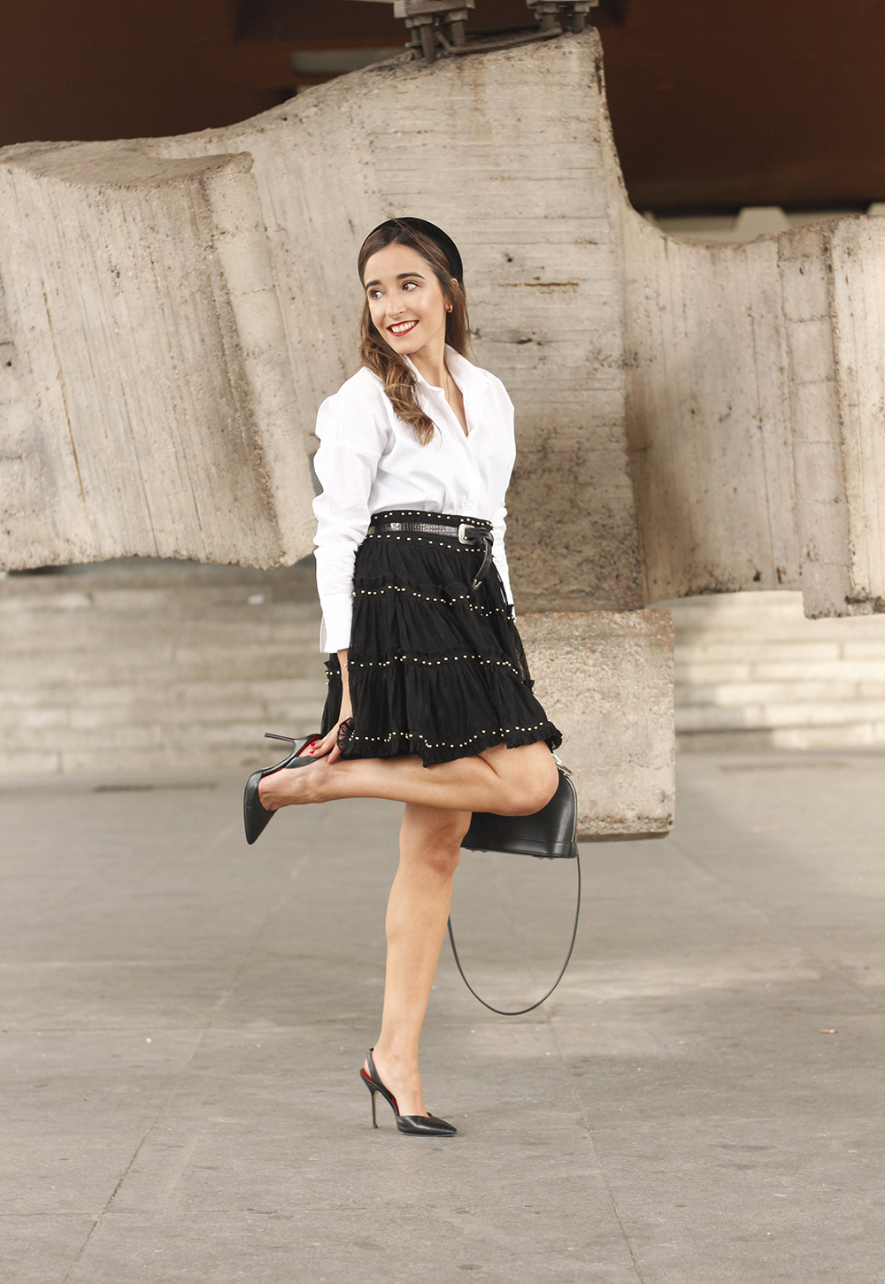 bandeau haut preppy falda negra louis vuitton sac style de la rue tenue6