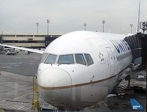 United B767-400ER gate EWR (RD)