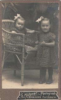 Geschwister - G. Hübner, Photograph, Brening Post Niesgrau