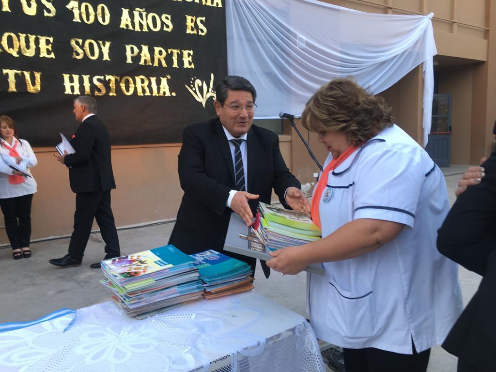 Cien primaverales años conmemoró la Escuela Antonio Torres (2)