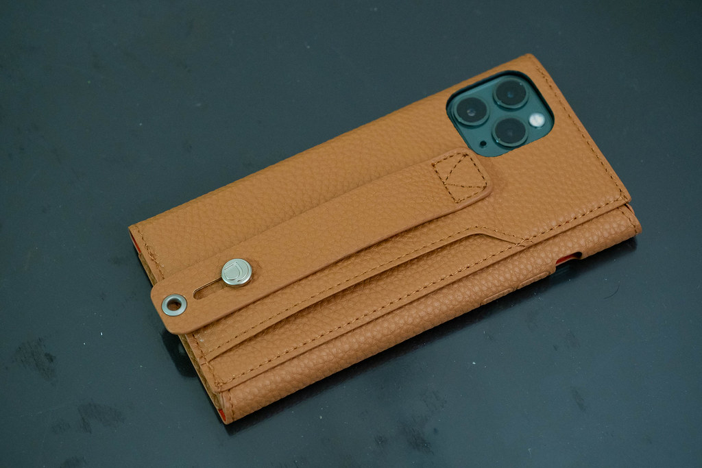 clings_Slim_Hand_Strap_Case-8
