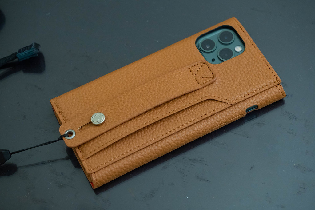 clings_Slim_Hand_Strap_Case-21