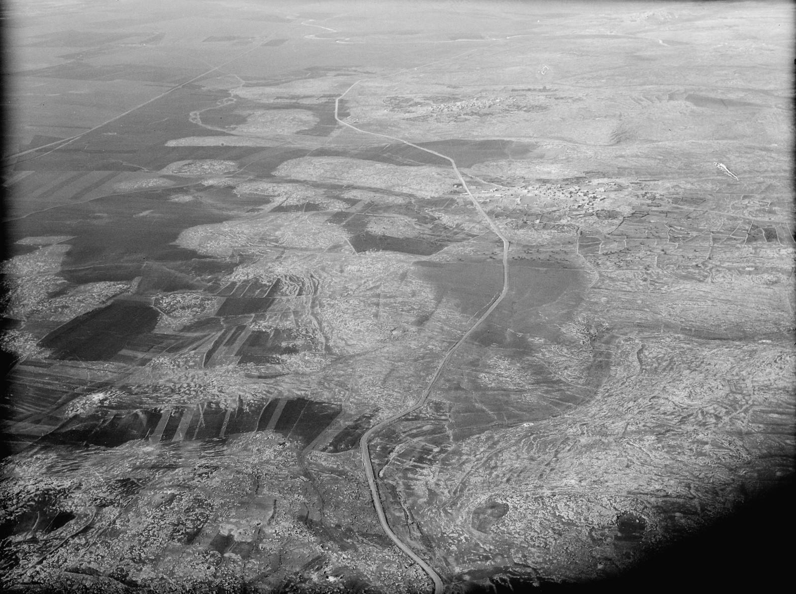 24. Дорога в Газу, выходящая из предгорий. Вид на равнину