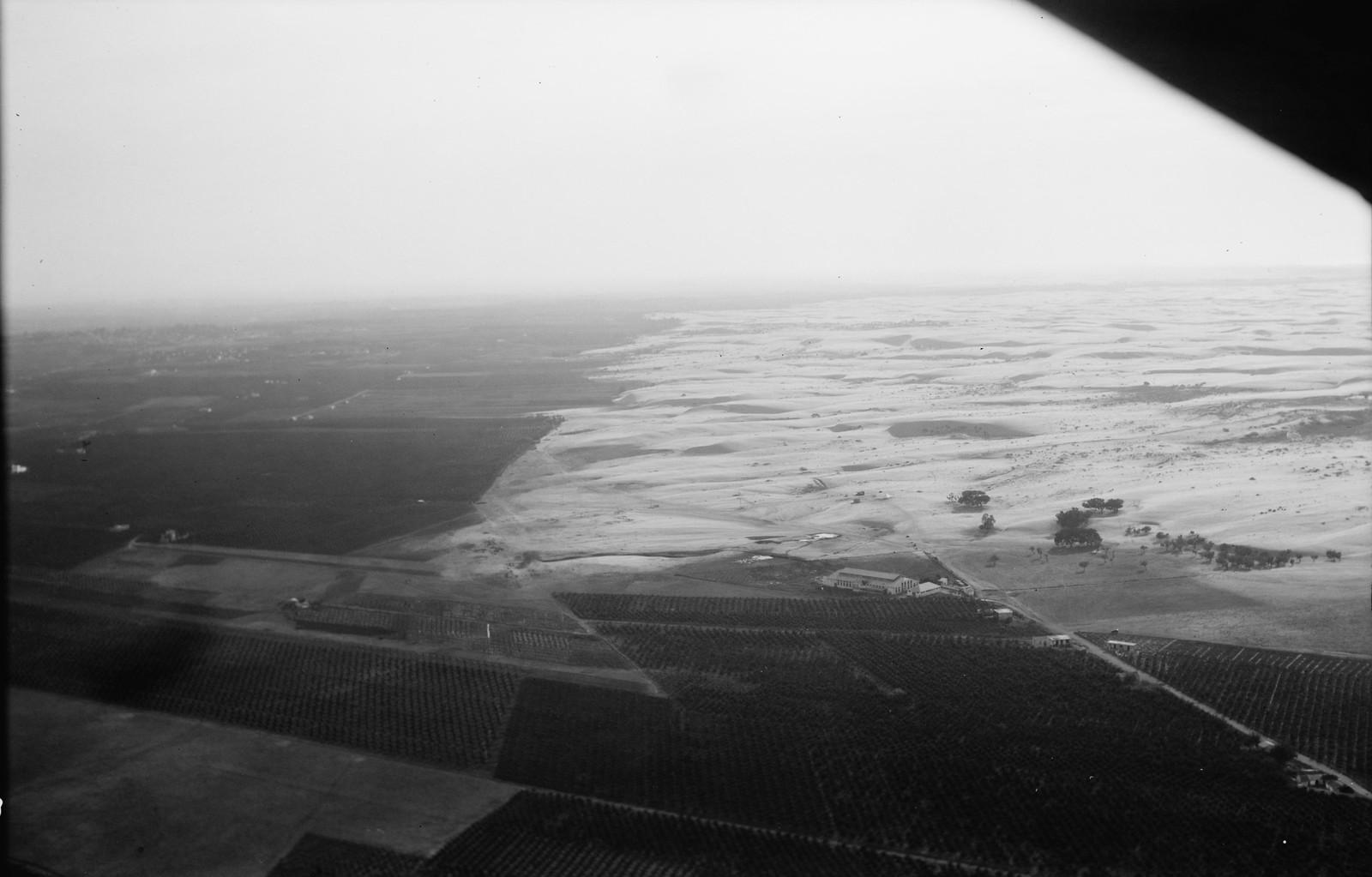 15. Песчаные дюны катятся по суше. Вторжение на пахотные земли