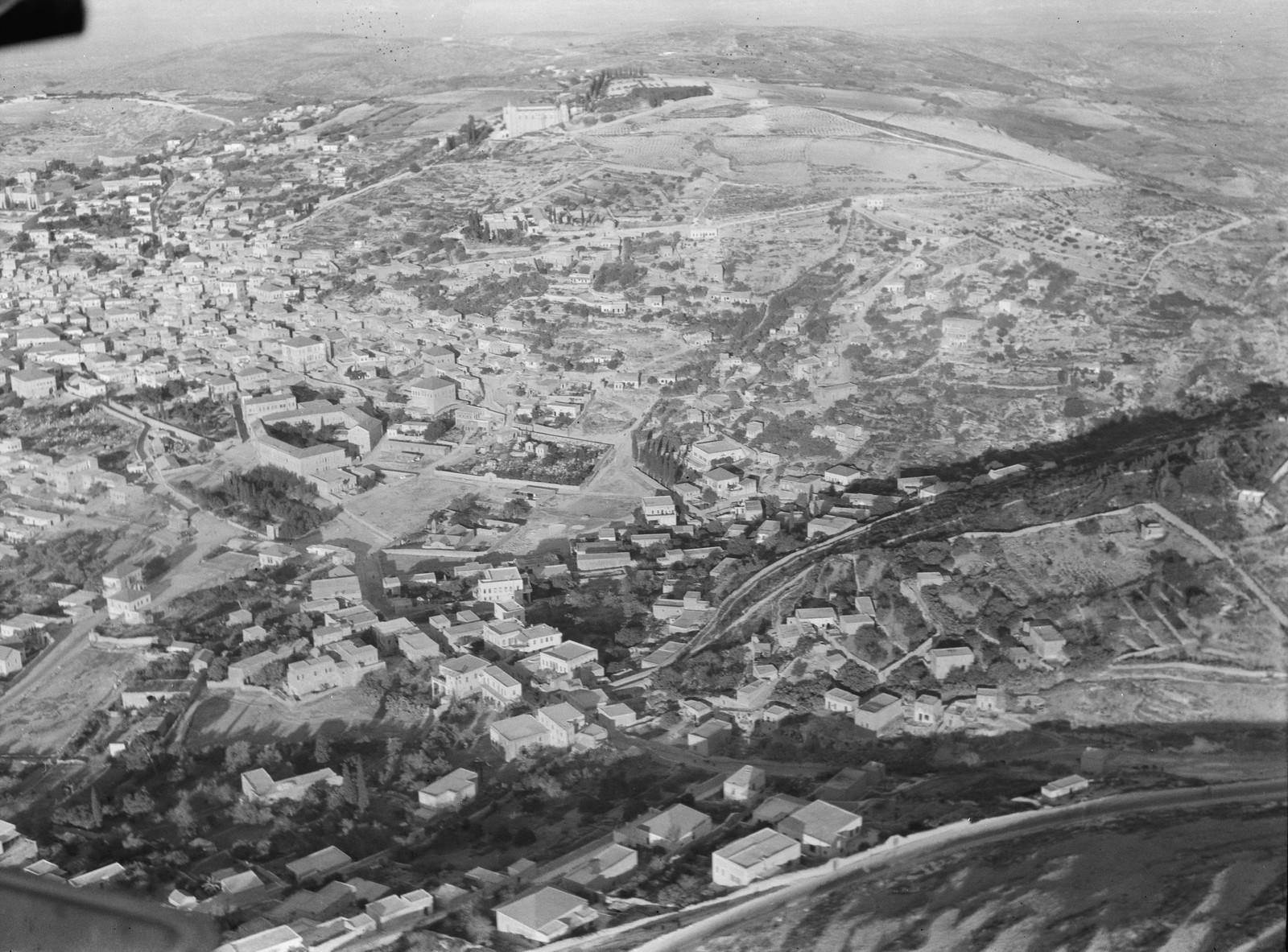 05. Назарет. Подлёт к городу с северо-востока от источника Богородицы в центре
