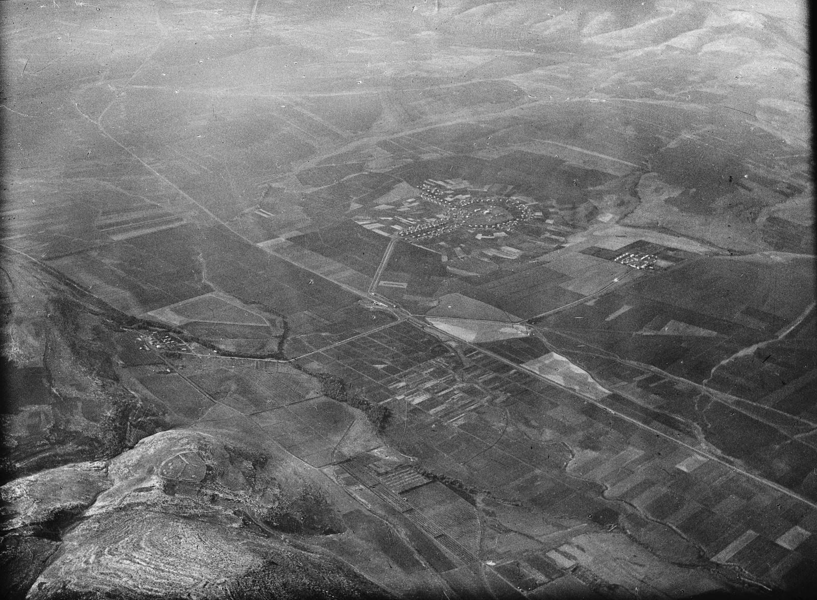 02. Изреельская долина. Показаны Гильбоа, источник Гедеона и еврейские поселения