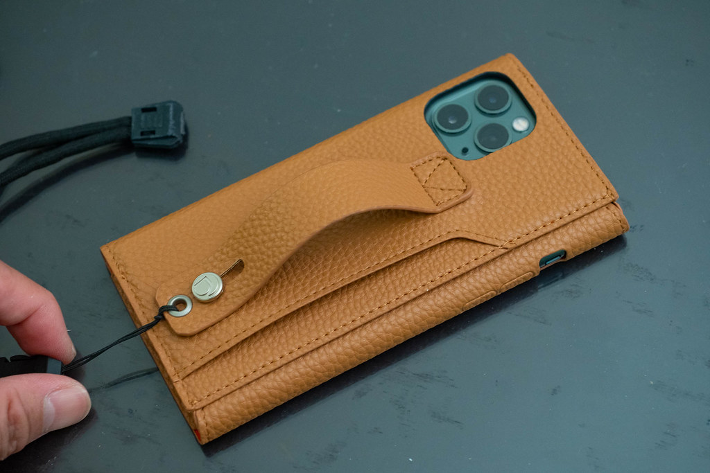 clings_Slim_Hand_Strap_Case-20