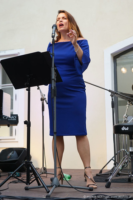 Cassandra McConnell: vocals