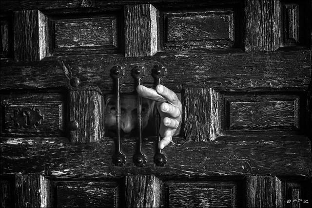 Le prisonnier oublié... /  The forgotten prisoner...