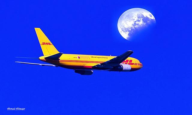 Flying near the super moon  الطيران قريباً من القمرالعملاق