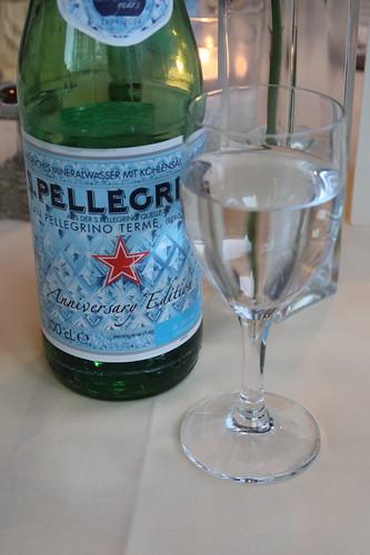 Italienisches Mineralwasser (S. Pellegrino)