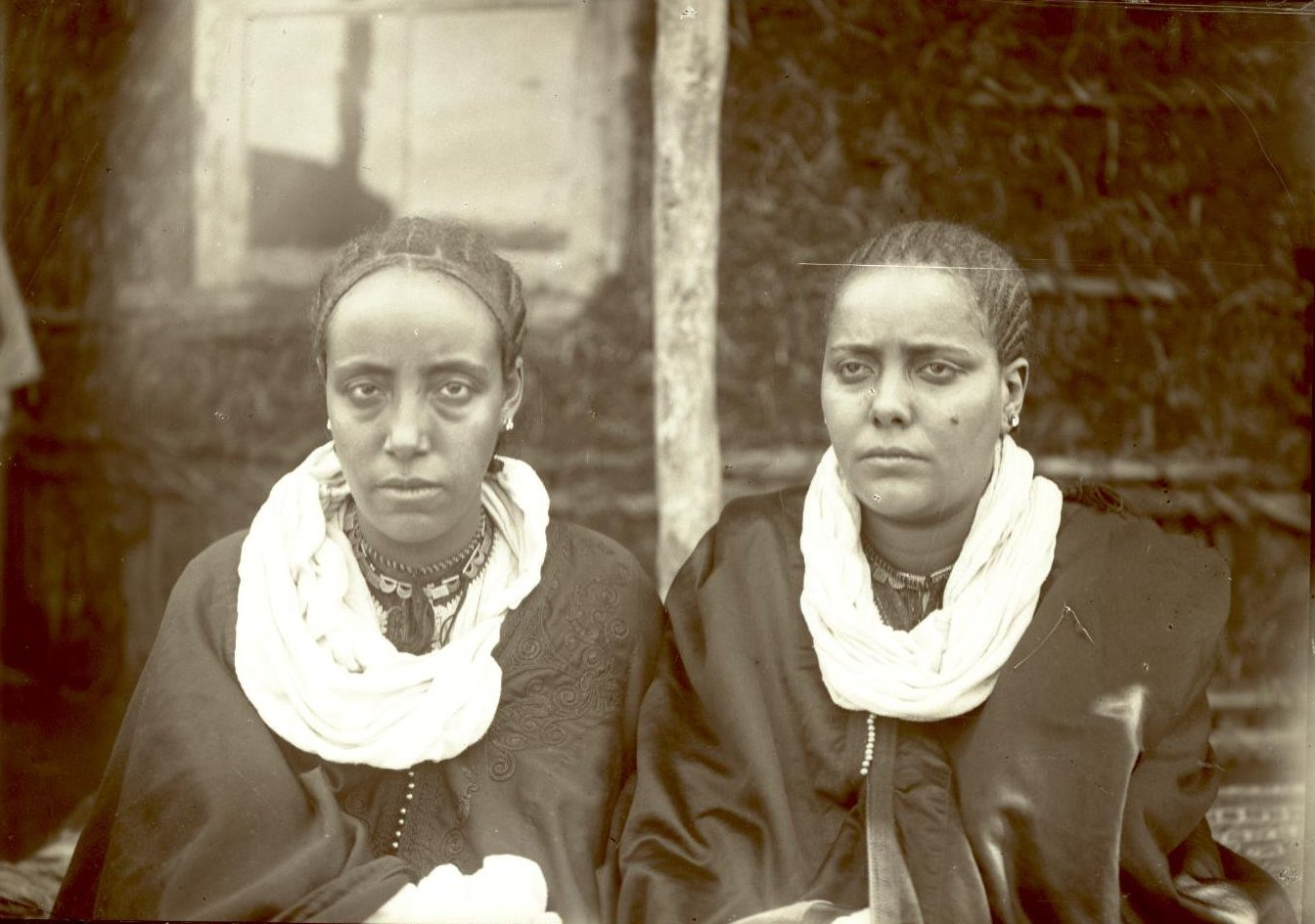 394. 1899. Абиссиния, Аддис-Абеба. Жены фитаурари Ульде Георгиса и раса Тассама Дарга