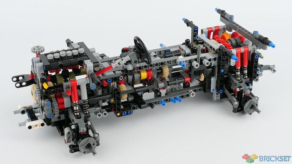 Review 42110 Land Rover Defender Brickset Lego Set Guide And Database