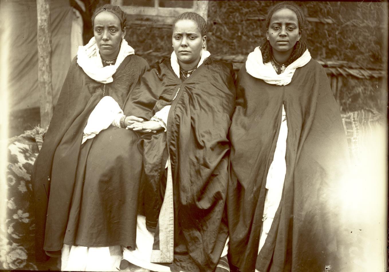 393. 1899. Абиссиния, Аддис-Абеба. Жены фитаурари Ульде Георгиса и раса Тассама Дарга