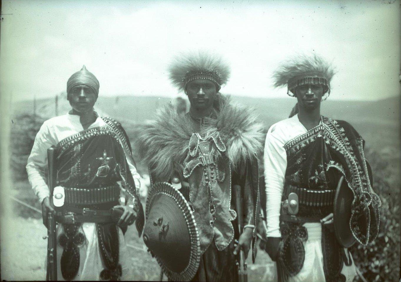 377. 1899. Абиссиния, Аддис-Абеба. Деджазмач (воевода) Ильма с братом в парадной форме