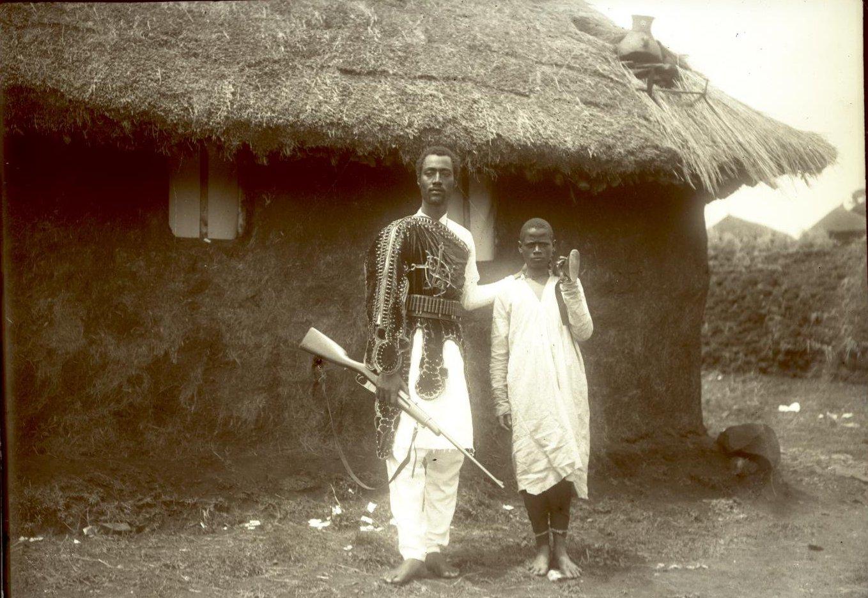 369. 1899. Абиссиния, Аддис-Абеба. Господин Гано с ашкером