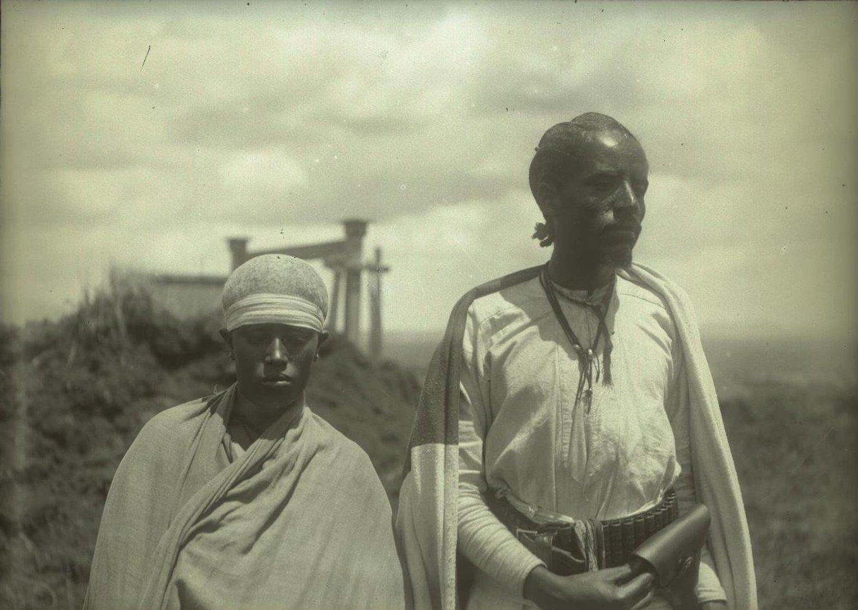 363. 1899. Абиссиния, Аддис-Абеба. Баффукад с женой