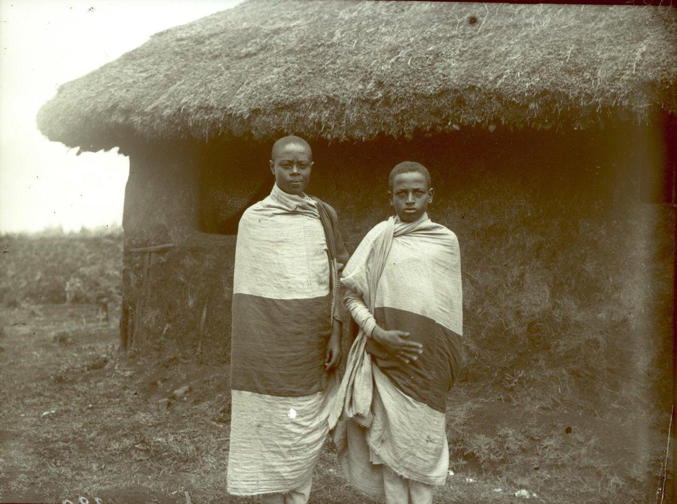 380. 1899. Абиссиния, Аддис-Абеба. Молодые люди Алюля и Гефасен
