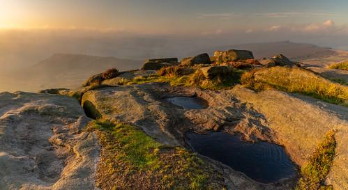 peakdistrict derbyshire sunrise morning mist september higgertor overowlertor carlwark derwentvalley clearingmist goldenhour