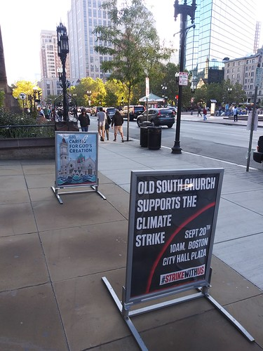 September 20, 2019 - 8:39am - Climate tabling outside Old South