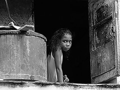 La niña de la ventana en Habana Vieja