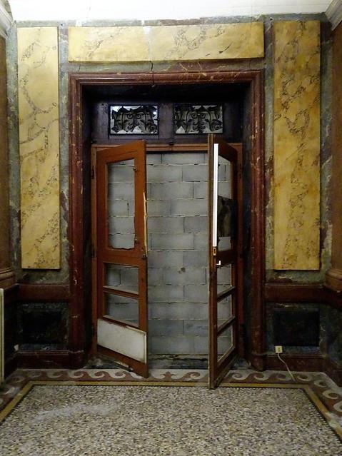 La porte qui s'ouvre sur un mur......