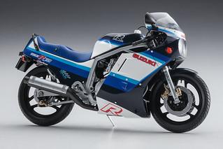 仿賽車款重車的經典標竿!長谷川 SUZUKI GSX-R750(G)重型摩托車 1/12 模型(スズキ GSX-R750 G)